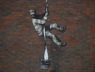 """Bekende straatartiest Banksy toont zijn techniek in zeldzame video: """"Niet te geloven dat hij niet betrapt is"""""""