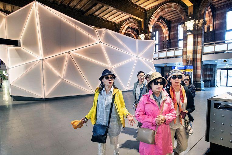 Een Japanse toerist geeft per dag gemiddeld meer uit dan een Duitse in vier dagen. Beeld Guus Dubbelman / de Volkskrant