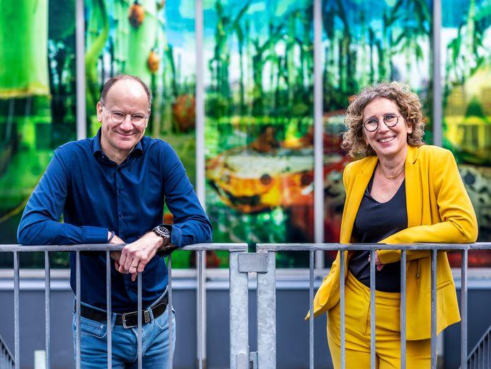 Coen de Hoop, directeur van de Zonnewereld, en Nicole Goris, coördinator en docent.
