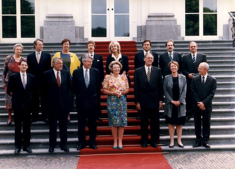 Het kabinet-Kok I op het bordes van Huis ten Bosch in 1994. Beeld ANP