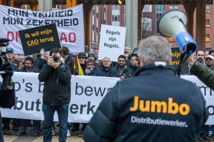 Medewerkers van de distributie bij Jumbo  bij het gerechtshof om hun zaak af te dwingen voor de rechter.