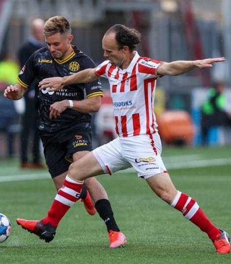 Niels Fleuren is ook het komende seizoen bij TOP Oss links op het veld én in het kantoor te vinden