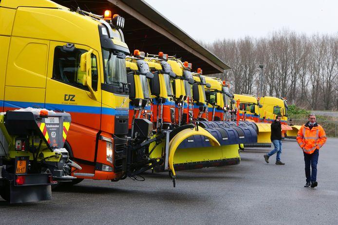 Rijkswaterstaat is de hele zaterdagochtend op het depot Houten druk bezig geweest met de voorbereidingen op de sneeuwval later deze vandaag.