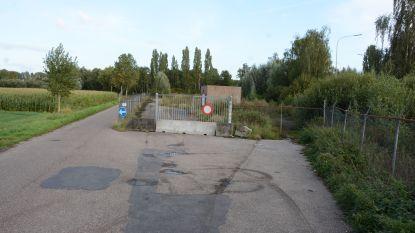 Terrein oude weegbrug niet geschikt als parking, maar wel voor buitenopslag technische dienst