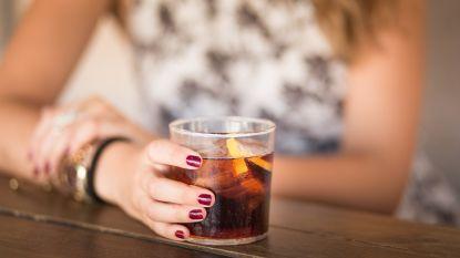 """""""Twee bruiswaters alstublieft"""": hoe minderen met alcohol steeds hipper zal worden"""