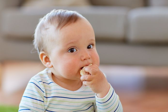 Aan ouders wordt geadviseerd om kinderen onder de zes geen rijstwafels te geven.