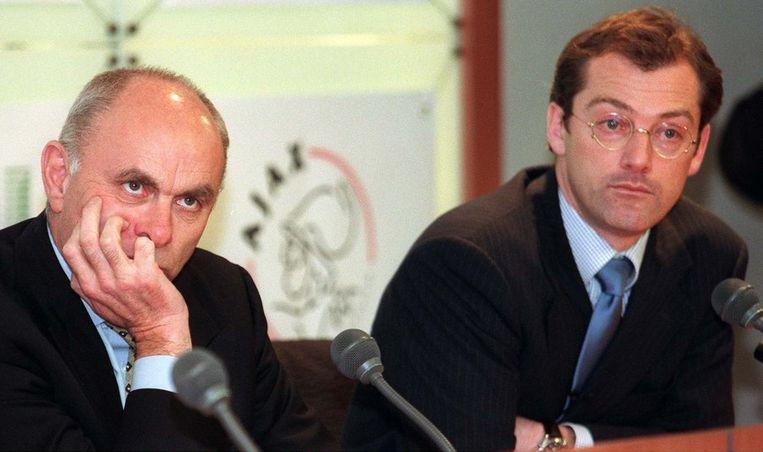 Maarten Oldenhof (r) in 1998 als directeur van Ajax met toenmalig preses Michael van Praag. © ANP Beeld