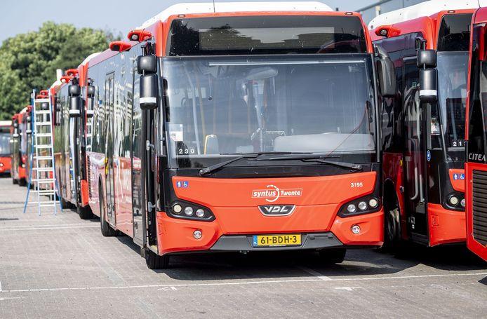 ENSCHEDE - Twee Twentse buschauffeurs ijveren voor rookvrije bushaltes. Het eerste succes is geboekt.