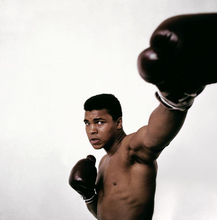 1963. New York City, een jaar voordat Cassius Clay zijn naam zou veranderen in Muhammad Ali. Beeld PHILIPPE HALSMAN / MAGNUM