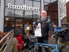 Henk van Rhee (80) bezorgt boeken voor zijn kleindochter