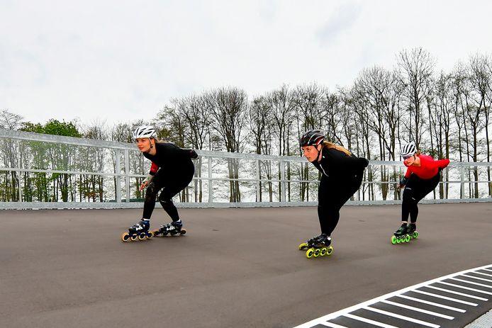 De nieuwe skeelerbaan in Rotterdam is klaar, deze week werd er volop getraind.