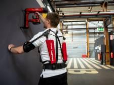 'Robotpakken' maken zwaar werk lichter: 'Zo voorkom je dat mensen al op hun 50e fysiek op zijn'