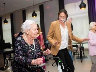 """Tia Hellebaut zet bewoners woonzorgcentrum OLVA in beweging: """"Hoogspringen zullen ze nét niet moeten doen"""""""