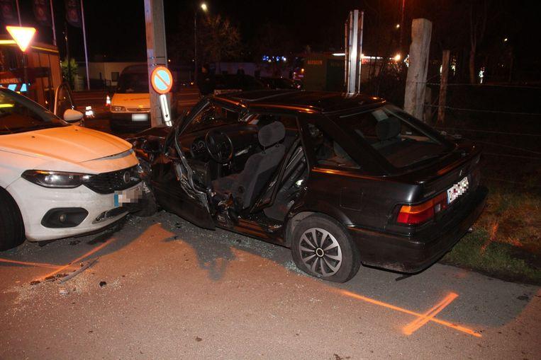 De chauffeur van de Hyundai werd langs zijn achterdeur bevrijd.