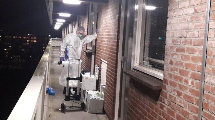 In de woning werd dagenlang forensisch onderzoek uitgevoerd.