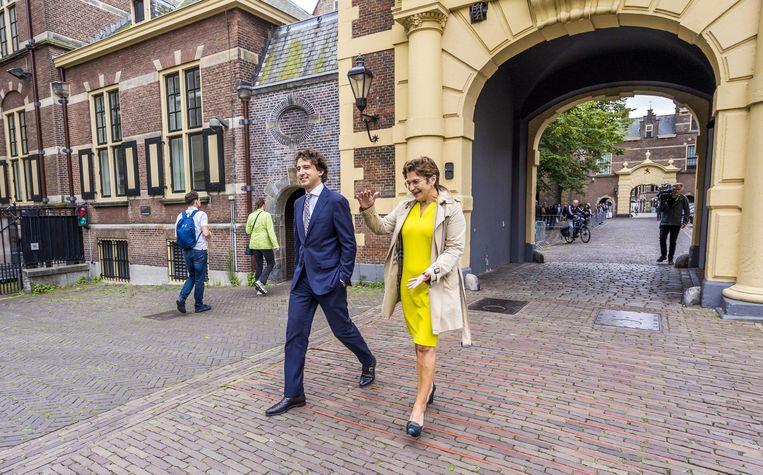 Lilianne Ploumen (PvdA) en Jesse Klaver (GroenLinks) maandag na afloop van een gesprek met informateur Mariëtte Hamer over de kabinetsformatie.  Beeld ANP