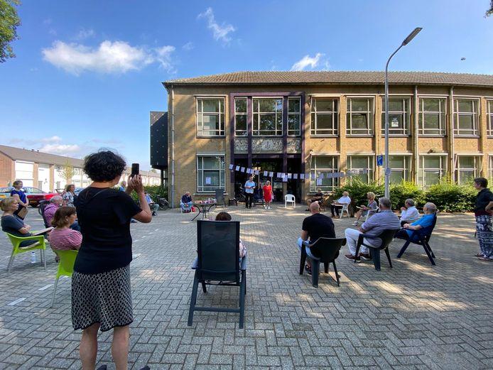 Bezorgde bewoners van de Edisonlaan en omgeving hadden zaterdag raadsleden uitgenodigd om een kijkje te komen nemen op de plek waar een opvang van het Leger des Heils moet komen.