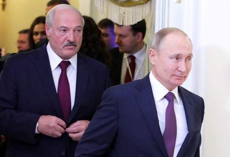 Loekasjenko wil per se president van Wit-Rusland blijven. Vóór hem de Russische president Poetin.  Beeld AP