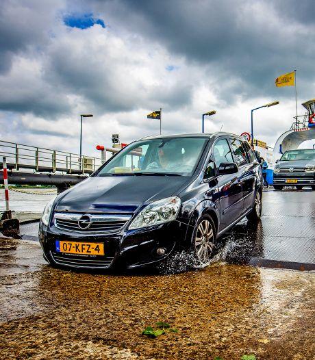 Veerdienst waarschuwt automobilisten tussen Dordt en Werkendam: 'Rijd langzaam en pas op je bumper'