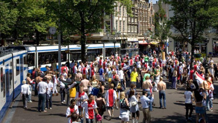 De PvdA heeft bezwaar tegen het verplaatsen van de tramhaltes voor de lijnen 1, 2 en 5 naar de Leidsebrug. Foto ANP Beeld