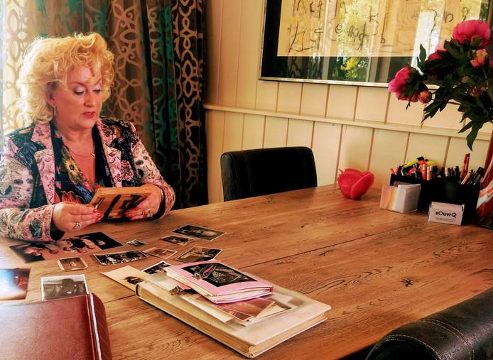Karin Bloemen aan het begin van haar zoektocht naar haar voorouders.