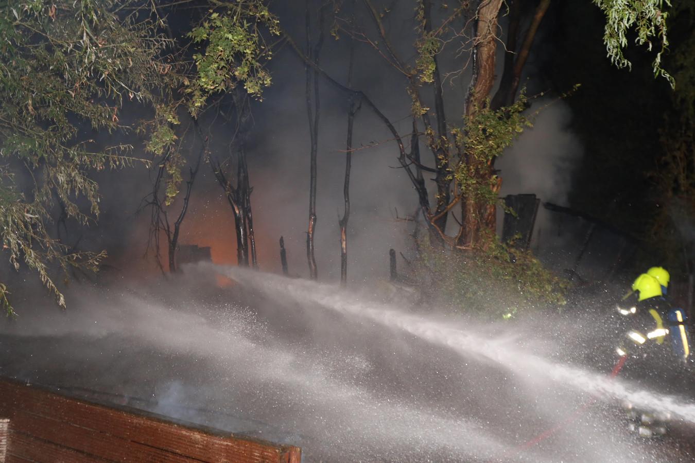 Chalet in brand op camping in Maasdriel