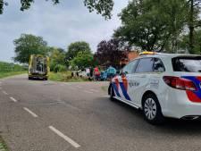 Auto en bestelbus belandden door ongeluk in tuin: twee gewonden naar ziekenhuis