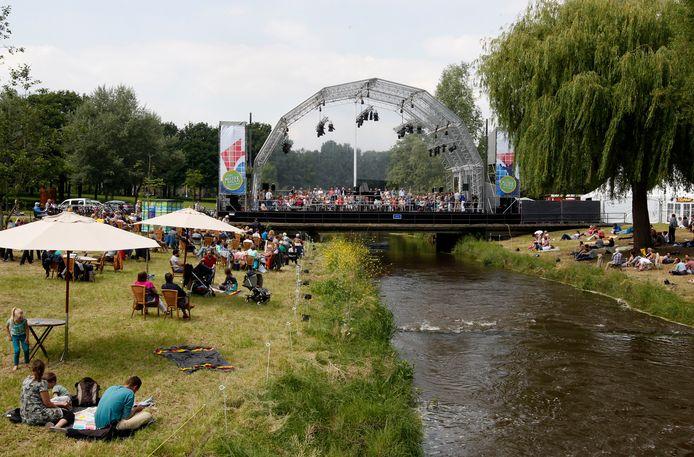 Muziek op de Dommel in 2014.