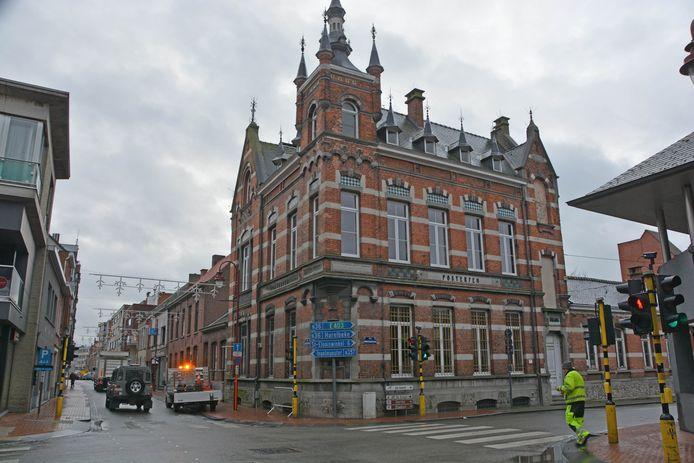 Het kruispunt van de Baron de Pélichystraat en Roeselaarsestraat is niet-conflictvrij. De stad laat AWV onderzoeken of dat daar en op twee andere locaties op termijn wel zo kan zijn.