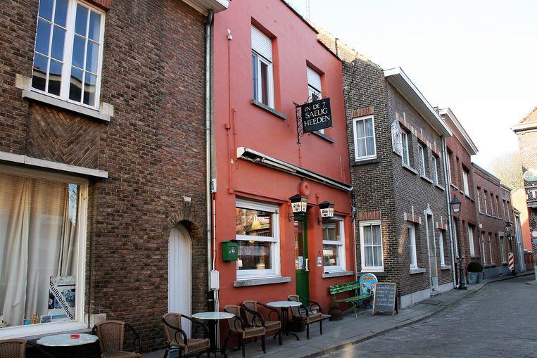 Het bekende café De Zeven Saeligheden in Lillo. Uitbater Mil zoekt een overnemer.