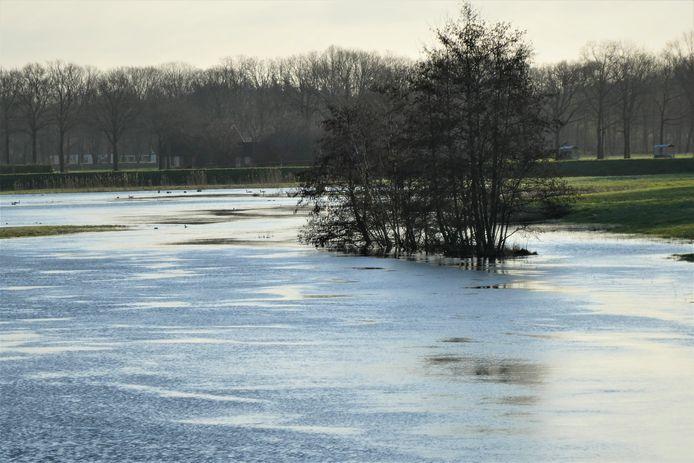 Bij landgoed Bleijendijk treedt de Essche Stroom in de winter vaak stevig buiten de oevers.