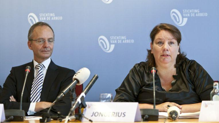 FNV-voorzitter Agnes Jongerius en minister Henk Kamp. Beeld anp