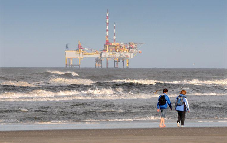 Gaswinning ten noordoosten van Ameland op de grens van de Noord- en Waddenzee.  Beeld Hollandse Hoogte / Peter Hilz
