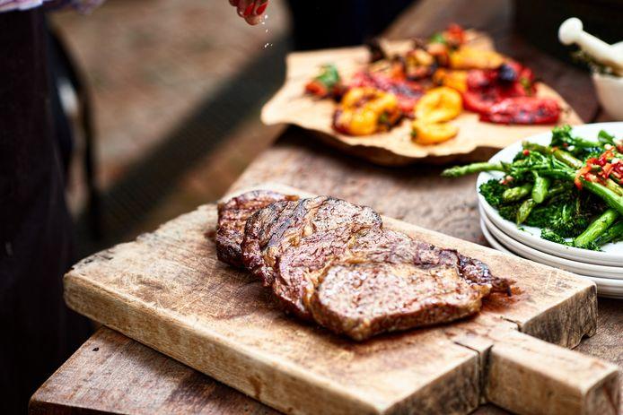 Laat je op vakantie eens verassen door onze Vlaamse chefs en hun culinaire specialiteiten.