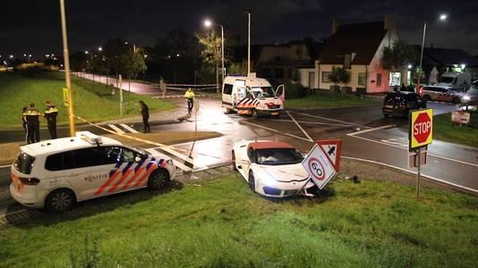 De witte Lamborghini van Meijers Autobedrijf na het ongeval.