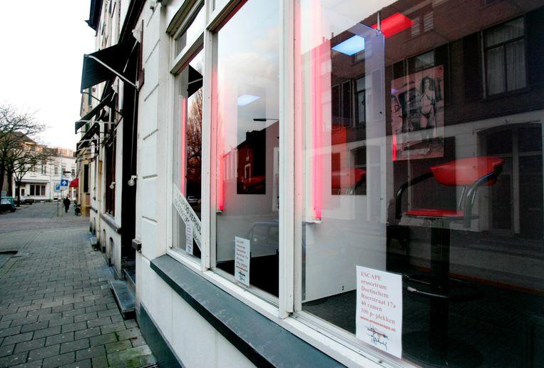 Seksexploitanten in het Spijkerkwartier moesten in 2006 hun ramen sluiten. Maar de gemeente Arnhem zou te weinig doorpakken om misstanden tegen te gaan. Beeld ANP