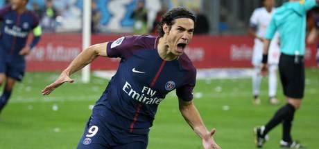 Cavani redt punt voor PSG in Le Classique met sublieme vrije trap