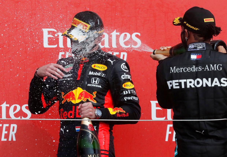 Verstappen en Hamilton op het podium na de Grand Prix van Silverstone, vorig jaar.  Beeld Reuters
