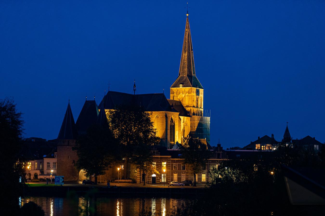 De monumentale Bovenkerk, icoon van Kampen, bepalend voor de skyline van de stad aan de IJssel.