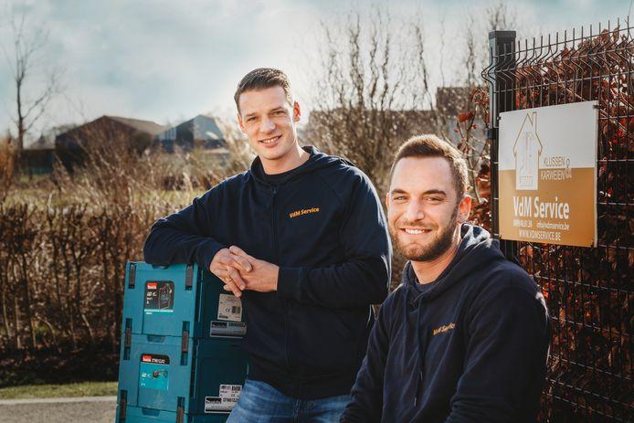 Robin Van den Meersschaut en Arne Van De Vijver van VdM Service, klussen en renovaties.