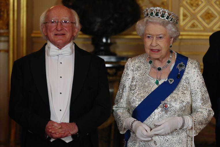 De Ierse president Michael Higgins met de Britse koningin Elizabeth Beeld AP