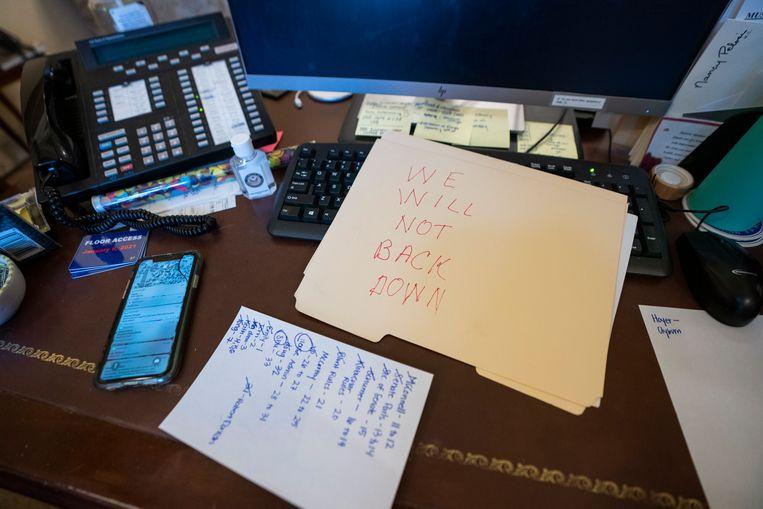 Het briefje dat werd achtergelaten voor Pelosi. Beeld EPA
