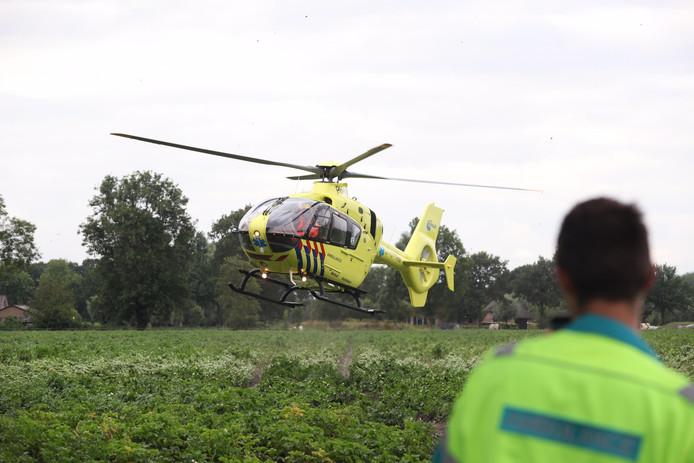 Een man raakte in Chaam zwaargewond nadat hij een trap kreeg van een paard.
