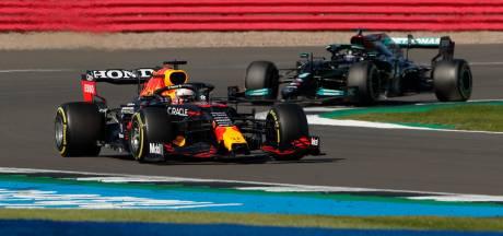 Verstappen troeft na spectaculaire start Hamilton af in historische sprintrace