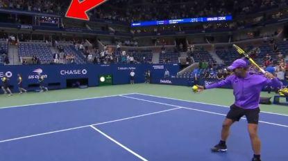 Nadal mept tennisbal met weergaloze precisie in commentaarcabine McEnroe