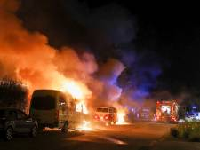 Grote onrust in Ede: twintig auto's beschadigd door meerdere branden