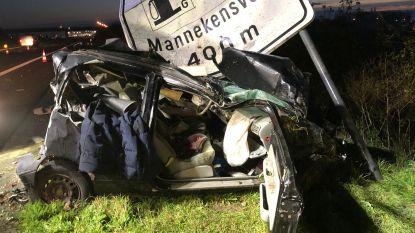 Bestuurder (22) sterft na horrorcrash op E40: in zijn Renault Twingo te pletter gereden na aanrijding door Dodge Ram