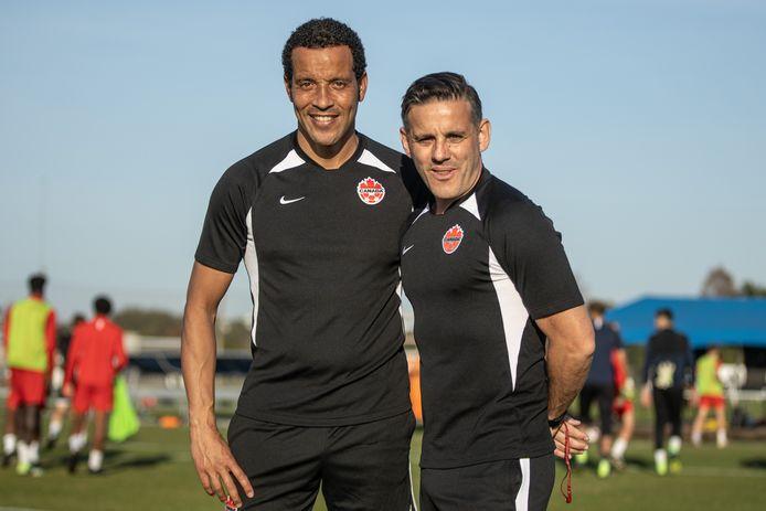 Remko Bicentini als assistent naast bondscoach John Herdman van Canada.