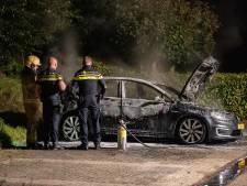 Auto brandt uit op parkeerplaats in Zutphen