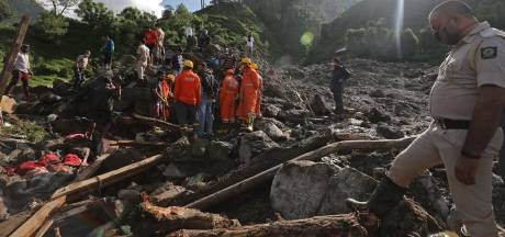 Negen doden door aardverschuivingen in India: angstaanjagende beelden van vallende rotsblokken
